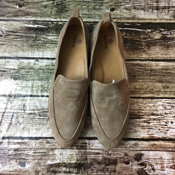 f308ca0d3b4 Susina Kellen Suede Almond Toe Flats. M 5ab54813fcdc317d1bb8cc53
